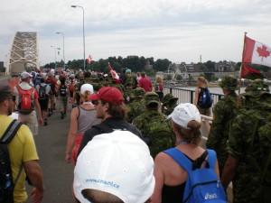 Peste pod alaturi de armata canadiana. In al doilea razboi mondial Canadienii au avut numarul cel mai mare de victime in luptele de la Nijmegen si Arnhem.